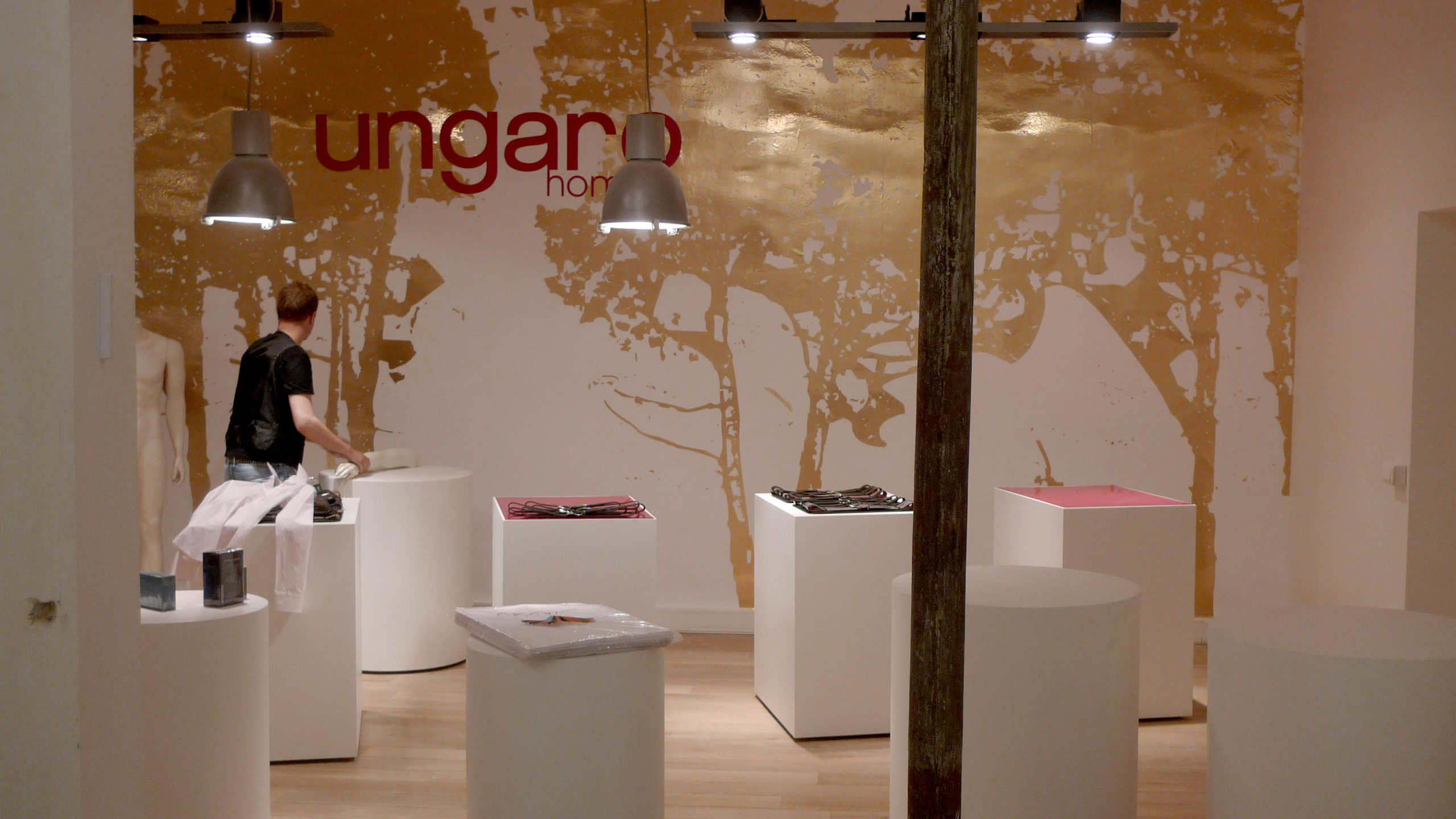spatial practice architecture office Los Angeles Hong Kong emanuel ungaro showroom paris france free stand volumes